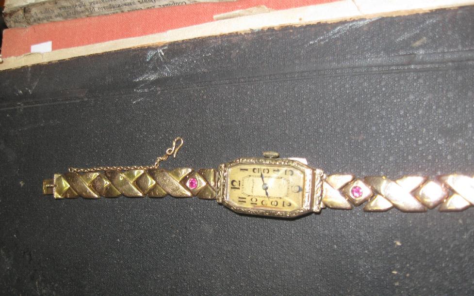 Женские часы наручные с резиновым